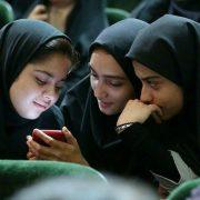 نوجوان در شبکه اجتماعی